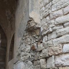 Cedimento strutturale all'arco del Fortino