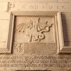 Lo stemma della Città riprodotto sulla Torre dell'Orologio (chiesa di San Donato