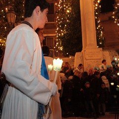 Omaggio floreale alla Madonna Immacolata in piazza Libertà