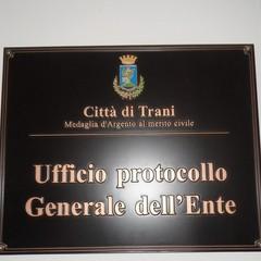 Le targhe installate al comune di Trani