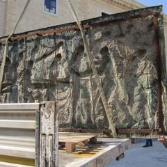 Asportazione del bassorilievo degli Statuti Marittimi