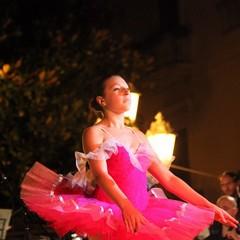 Balletto di danza classica in piazza della Libertà