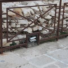 Ruggine e degrado intorno alla Cattedrale