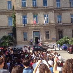 Liceo Classico, sit-in degli studenti al Comune