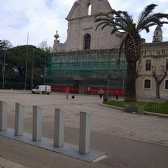 Rischio caduta di calcinacci, ponteggio di protezione per la facciata di San Domenico
