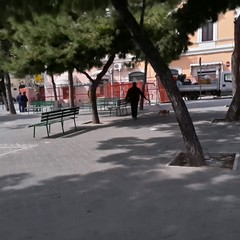 Piazza Gradenico, compaiono giganteschi tubi del gas. E scoppia la polemica