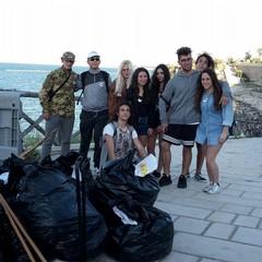 Spiagge pulite, giovani democratici al Lido Mongelli