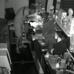 Furto in un bar in via Gisotti