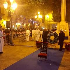 Deposizione della corona di fiori alla statua della Madonna Incoronata