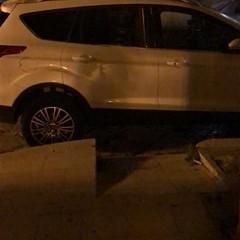 Parcheggi selvaggi e caos in città