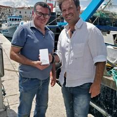 La consegna degli smartphone ai pescatori di Trani e Bisceglie