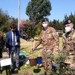 Militari di Trani donano uova di Pasqua