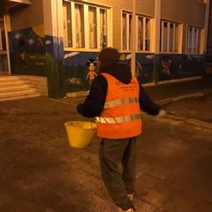 Durante la nottata spargimento di sale davanti agli ingressi degli istituti