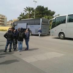 Ultras Trani prima della partita a Licata