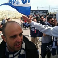 Tranesi arrivano allo stadio di Licata