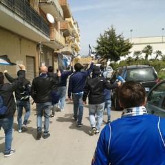 Corteo ultras Trani verso stadio Licata