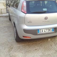 Parcheggi selvaggi in Piazza Tomaselli
