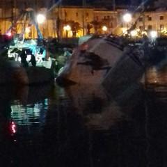Peschereccio affondato nel porto di Trani