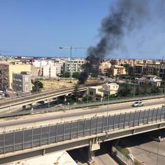 Incendio in un terreno incolto in zona Stadio