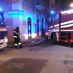 Auto incendiata in via Umberto