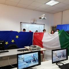 Consegna bandiere nelle scuole di Trani