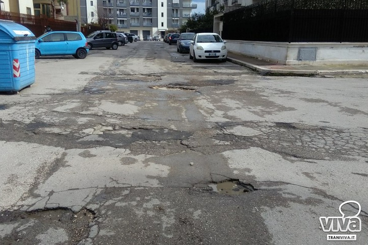 Buche in Zona Sant'Angelo, tra via Parini e Via Danimarca