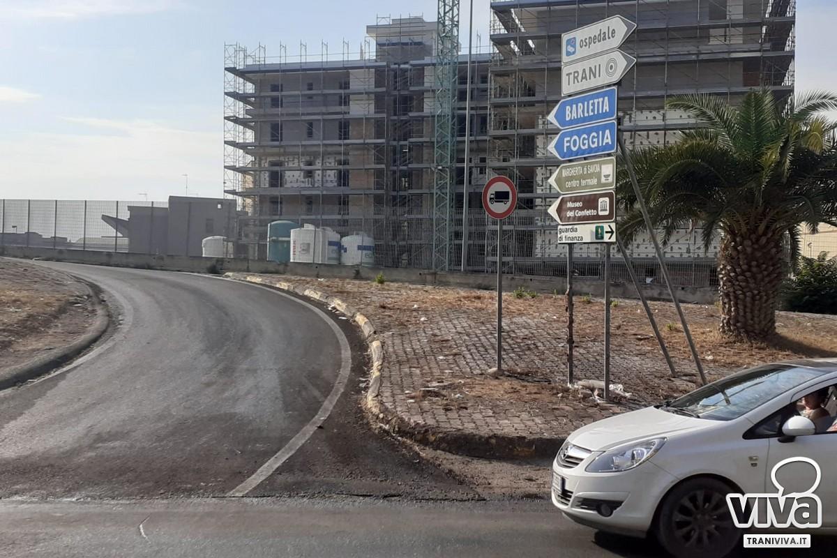 Camion incastrato Trani centro