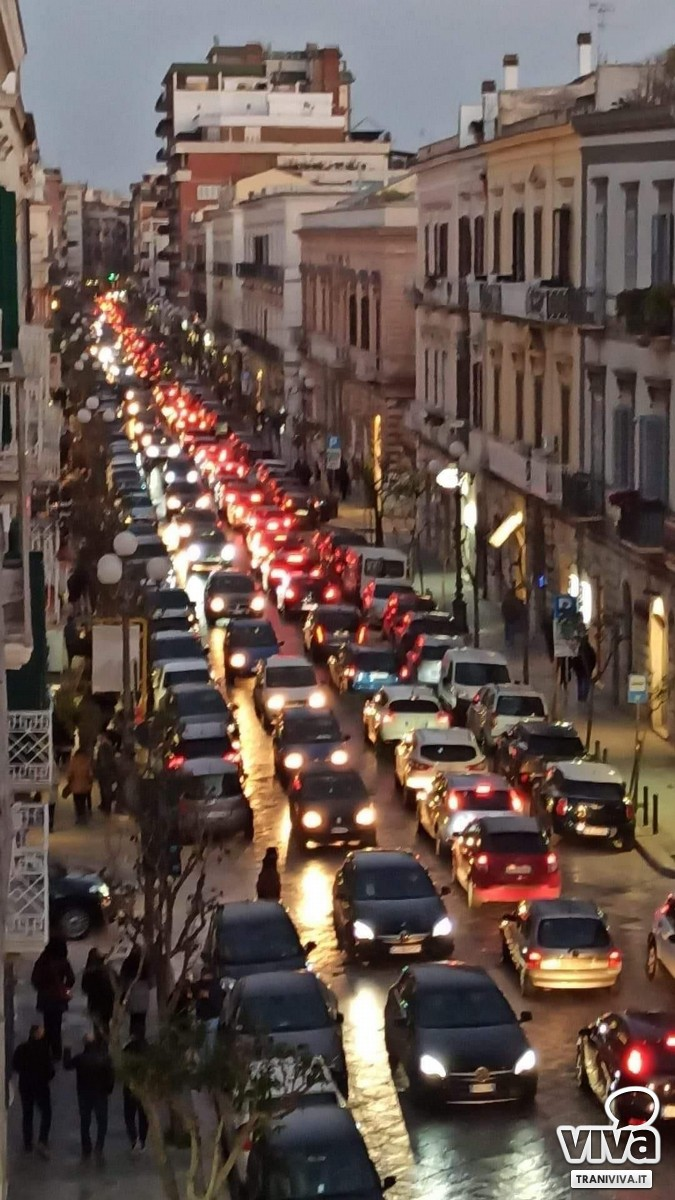 Traffico nel centro di Trani