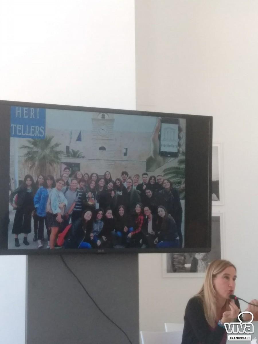 Grazie Ruggiero illustra le iniziative svolte dagli studenti del De Sanctis