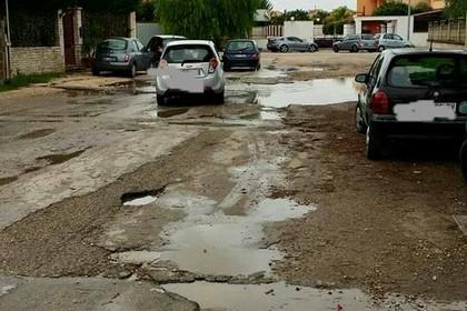 via Mascagni, pavimentazione dissestata