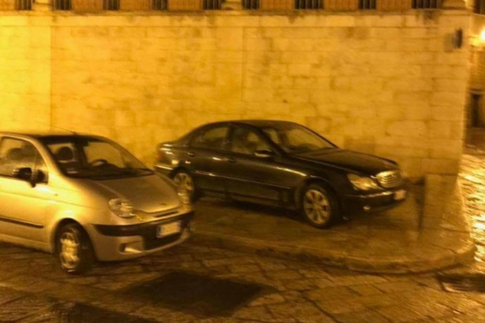 Parcheggi selvaggi in via Ognissanti