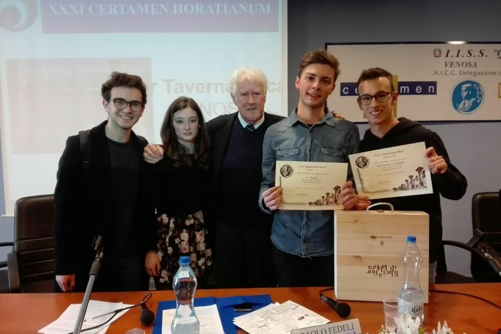 """Certamen Horatianum, riconoscimenti per due studenti del liceo """"Vecchi"""""""