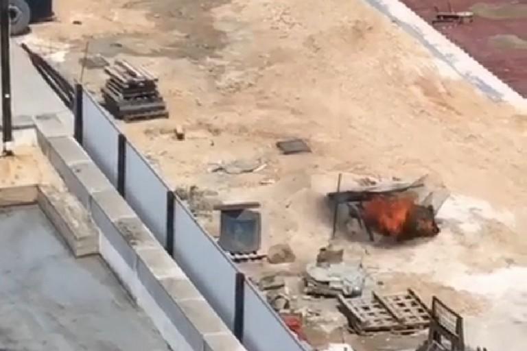 Incendio nel cantiere in via Barletta