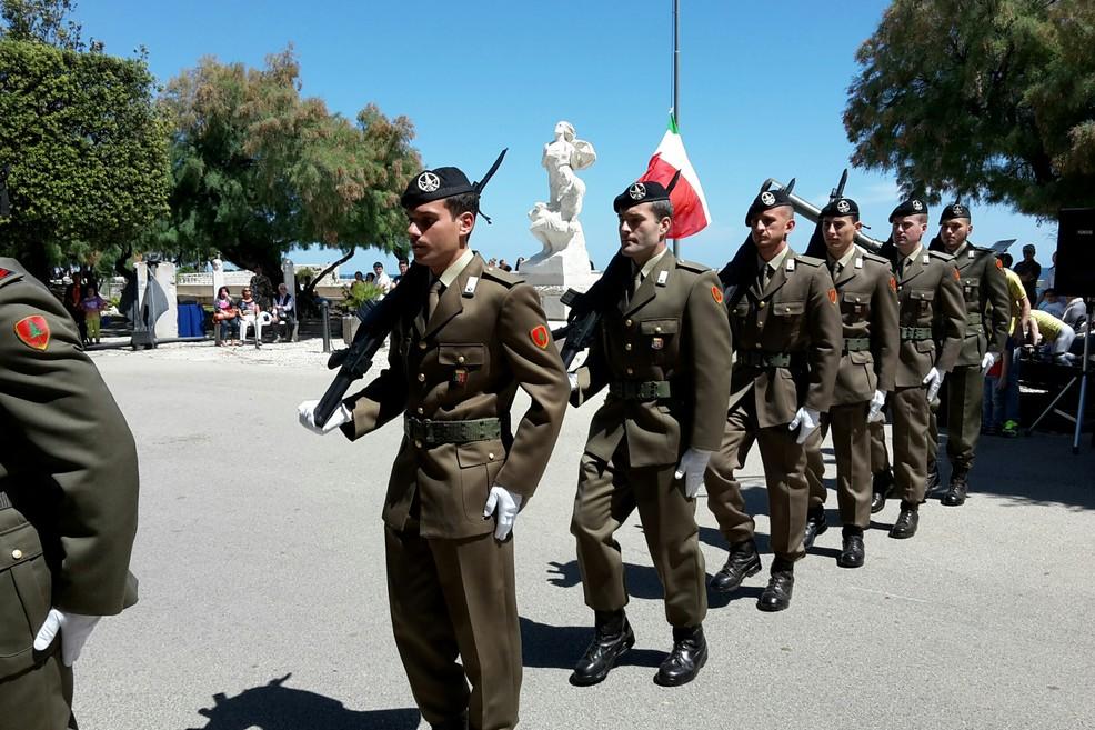 Parata militare in villa comunale