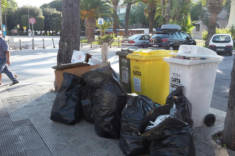 Immondizia in Piazza Plebiscito