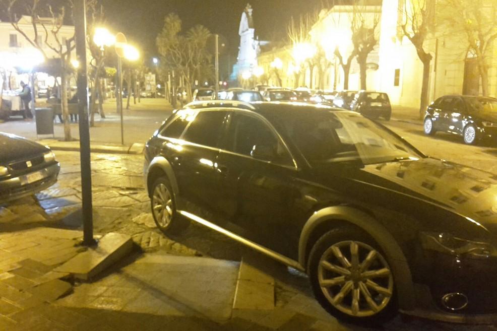 parcheggio selvaggio piazza Plebiscito