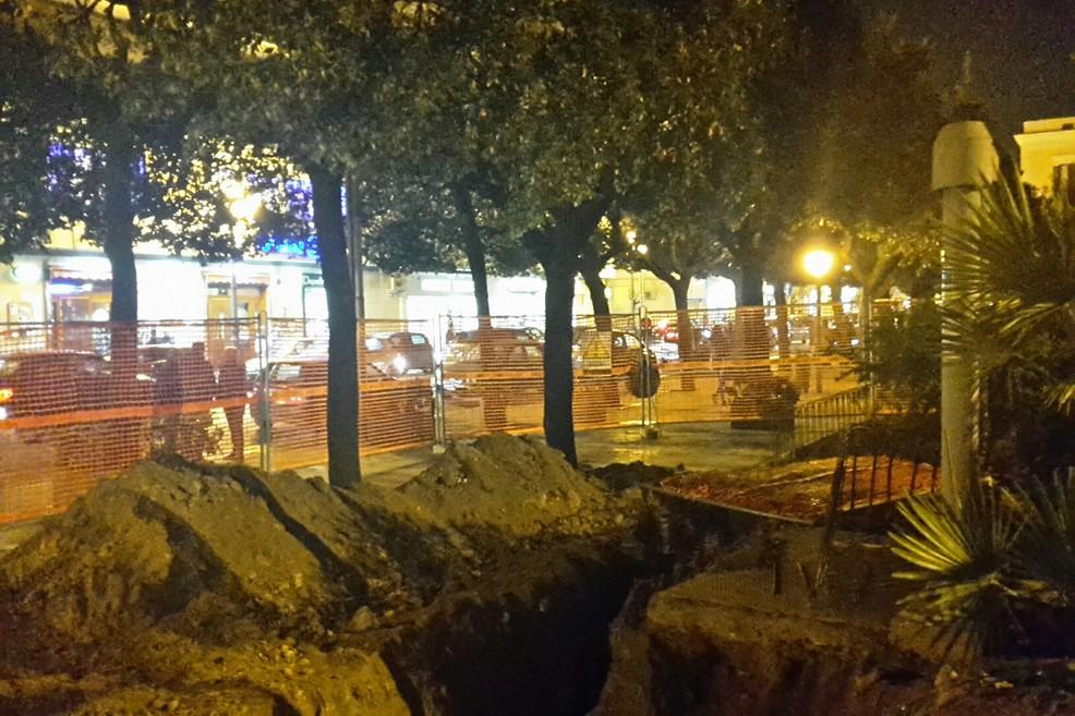 E anche in piazza della Repubblica arrivano i tubi del gas