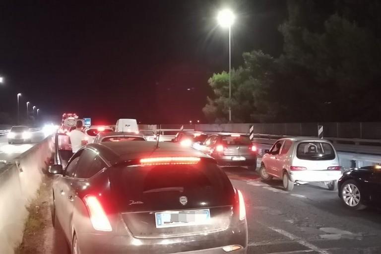 Inseguimento sulla 16 bis, traffico in tilt