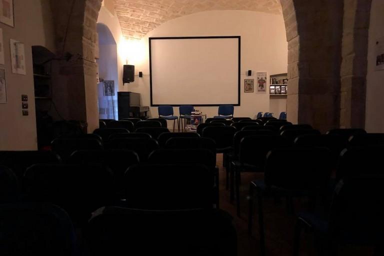 Teatro Le Sedie.Trani Al Circolo Dino Risi In Scena La Santa Sulla Scopa
