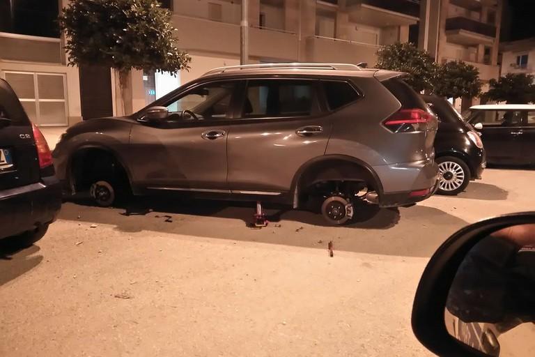 Furto di pneumatici