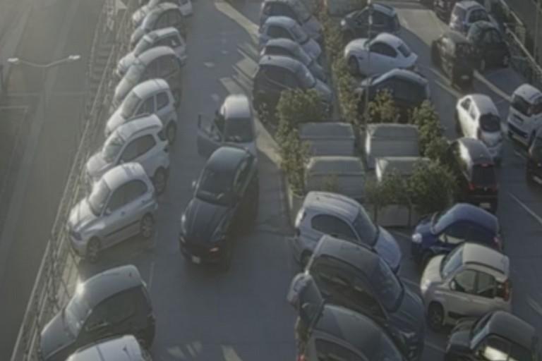 Furto d'auto in pieno giorno