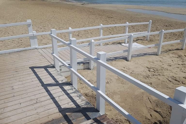 Pedana spiaggia di Colonna