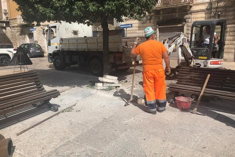 Lavori per l'installazione della fontana in Piazza Longobardi