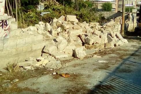 Abbattimento muro in via Verdi