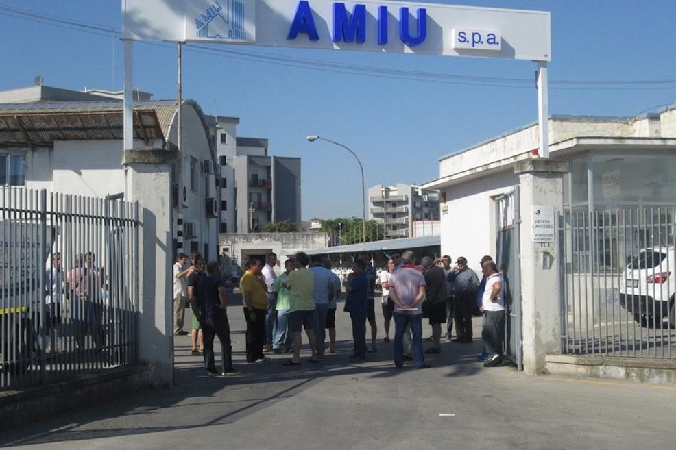 Assunzioni Amiu, il gip si astiene dalla decisione sull'opposizione alla richiesta di archiviazione