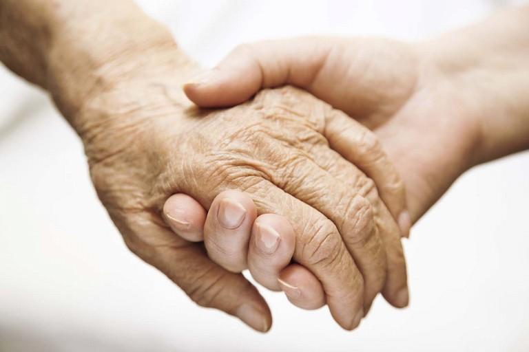Alzhaimer, anziano, mani