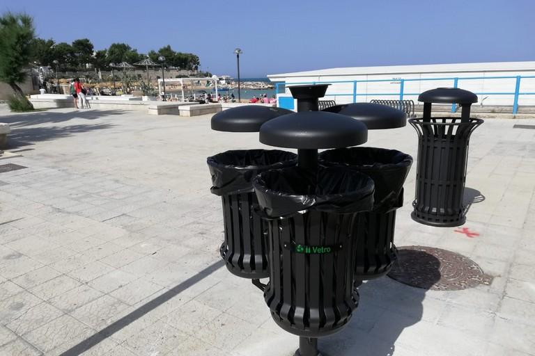 Set di nuovi cestini porta rifiuti