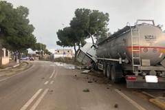 Incidente in via Martiri di Palermo, un camion finisce sulla pistaciclabile