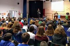 I nuovi rischi della rete: un momento di riflessione nelle scuole di Trani