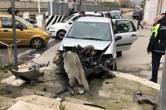 Avverte un malore alla guida, grave incidente in via Maria Annibale di Francia